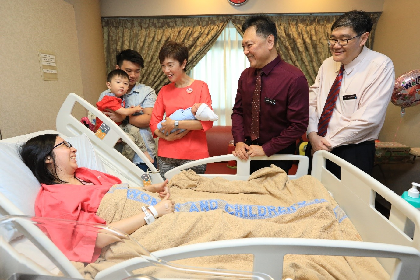 Minister Josephine Teo, Professor Alex Sia (Chief Executive Office) and Associate Professor Ng Kee Chong (Chairman, Medical Board) visited young couple Cindy Choo and Sam Koh who just had their second baby boy.